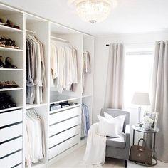 Loving @ma_house #walkinwardrobe #dreamwardrobe #closet #closetgoals #closetorganization #interior #whiteonwhite #oneday