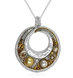 This beautiful piece is made in a donut shape, and it has been given the Swarovski treatment. The pendant is circular and wide with an opening that can lift towards its top, and it is finished with a faceted surface. The facets allow the crystals to shimmer when they are in light regardless of their angles, and they give off an amazing sparkle. The asymmetric faceting has a large hole which makes it look like a medal. This is a pendant to have if you want to have the bohemian look.