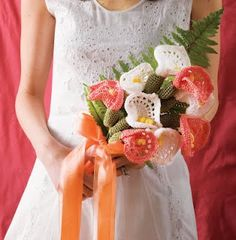 Calla Lily Bridal Bouquet - Crocheted Flowers by Nicky Epstein. Knitted Flowers, Crochet Flower Patterns, Floral Bouquets, Wedding Bouquets, Floral Wedding, Crochet Bouquet, Pink Rose Bouquet, Boquet, Red Heart Patterns