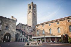 Het Piazza Vecchia, oftewel het oude plein, is het kloppend hart van de Città Alta. Het plein wordt omringd door een scala aan schitterende gebouwen. Het Palazzo del Podestà, het Palazzo della Ragione (waarin je nu tijdelijk een deel van de collectie van de Accademmia Carrara vindt) en de Biblioteca Civica geven het plein een statig karakter, maar toch is de sfeer er levendig en gezellig.