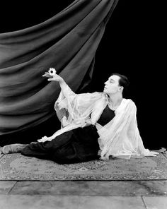 Buster Keaton a la Theda Bara. BAH-hahaha. 'A little party never killed nobody'