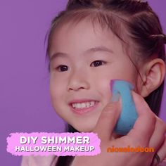 Does your boy or girl want to dress up in a genie costume this Halloween? Complete the look with this adorable DIY Shimmer and Shine face paint idea! Your homemade Halloween kids costume will have extra sparkle with this how-to. Fete Halloween, Homemade Halloween, Spooky Halloween, Holidays Halloween, Halloween Costumes For Kids, Girl Halloween, Shimmer And Shine Costume, Shimmer N Shine, Shimmer And Shine Videos