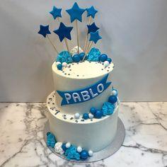 Tarta buttercream con estrellitas. Birthday Cake, Desserts, Food, Fondant Cakes, Lolly Cake, Candy Stations, Tailgate Desserts, Deserts, Birthday Cakes