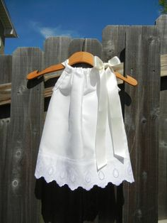 LAST ONE - White Pillowcase Dress with Scallop Lace - sizes for flower girls, baptisms, weddings, beach pictures Fashion Kids, Little Dresses, Little Girl Dresses, Girls Dresses, Baby Dresses, Pageant Dresses, Sewing For Kids, Baby Sewing, Heirloom Sewing