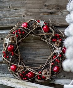 Rustic Christmas Wreath - base, bendy willow or similar, pinecones, fake apples, berries & stars | floatproject