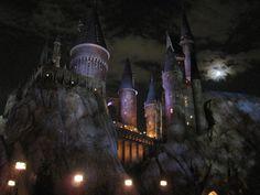 hogwarts_at_night_by_matt_hadder-d2xvbl4.jpg (900×675)