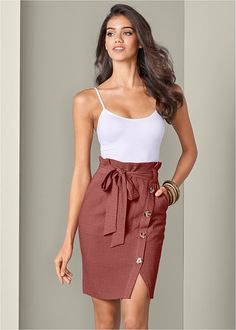 Show some leg in a sexy Knee Length Linen Skirt from the VENUS line of skirts for women. Women's Dresses, Short Dresses, Fashion Dresses, 50 Fashion, Skirt Outfits, Casual Outfits, Cut Off Jeans, Looks Chic, Linen Skirt