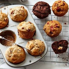 Get out your muffin tins and start baking. From streusel-topped blueberry to zucchini-chocolate, these easy muffin recipes don& disappoint. Moist Brownies, Chocolate Brownies, Chocolate Squares, White Chocolate, Simple Muffin Recipe, Bran Muffins, Muffin Bread, Muffin Recipes, Scone Recipes