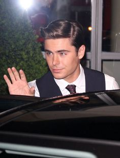 Zac Efron Photo - A dapper looking Zac Efron leaves his hotel in central London