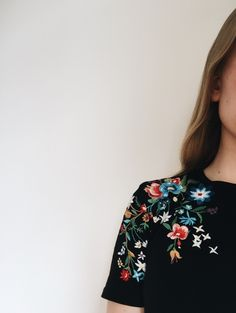 The embroidered flowers on my tee made my day (and outfit)