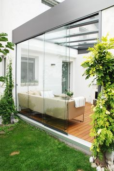 Haus Folding sliding glass door for glazing terraces and balconies Parenting - Find The Right Balanc Rustic Greenhouses, Indoor Outdoor Living, Outdoor Decor, Good Environment, Rooftop Garden, House Entrance, Deck Design, Sliding Glass Door, Patio