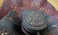 steixner-leather-art-egyedi-borbol-kezzel-keszitett-darabok-turul-szkita-solyom-attort-20