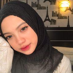 Beautiful Hijab, Beautiful Girl Image, Muslim Girls, Muslim Women, Beauty Shoot, Hair Beauty, Tudung Shawl, Hijab Makeup, Sweet Makeup