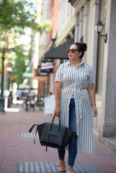 Shirtdress over Jeans Tanesha Awasthi (formerly known as Girl with Curves) wearing a stripe shirtdress, skinny jeans and Celine Phantom in downtown Vancouver. Trendy Dresses, Plus Size Dresses, Plus Size Outfits, Plus Zise, Mode Plus, Look Plus Size, Plus Size Model, Plus Size Fashion For Women, Plus Size Womens Clothing