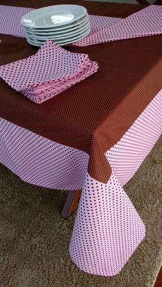 Dê boas vindas aos seus convidados com estilo!  Essa Toalha de mesa personalizada pode ser uma peça maravilhosa no seu almoço, jantar, lanche, piquenique, churrasco ou festa. Ótimo item para mesa bem posta.  As toalhas de mesa personalizadas são confeccionadas em tecidos 100% algodão. Os detalhes...