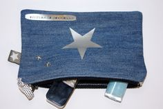 Trousse plate zippée en jean avec appliqué étoile argentée Only Jeans, Love Jeans, Denim Bag, Denim Jeans, Pouches, Accessories, Things To Sell, Coin Wallet, Wallets