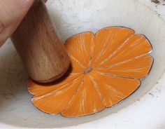 How to make upcycled tin blossoms 12