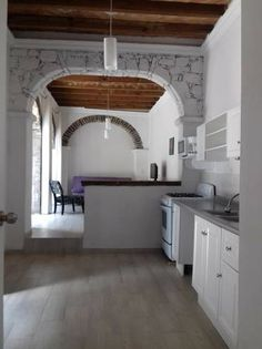 Imposible vivir más cerca de la parroquia, en ésta hermosa propiedad con dos departamentos se adquiere ubicación, vistas, tranquilidad y la mejor oportunidad para invertir en San Miguel....