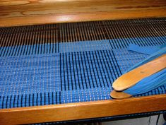 Blå matta Loom, Hand Weaving, Handmade, Inspiration, Rag Rugs, Carpets, Decor Ideas, Colour, Blue
