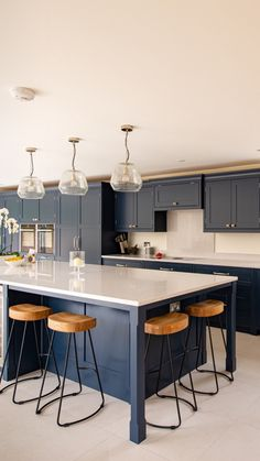Open Plan Kitchen Dining Living, Open Plan Kitchen Diner, Living Room Kitchen, Home Decor Kitchen, Home Kitchens, Navy Kitchen, Kitchen Plans With Island Open Concept, Kitchen Ideas, Dining Room