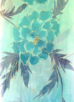 Había pintado a mano chal seda, turquesa verde, bufanda Floral de menta, menta verde japonés peonías bufanda, bufanda de la gasa de seda, Takuyo, 22 x 90 pulgadas, 55 x 228 cm.  Yo personalmente pintura de la mano cada pañuelo de seda uno a la vez con Aloha. Mi estudio está situado en la hermosa isla de Kauai. Hecho a mano en Estados Unidos es hermoso. :)  Se trata de una pluma ligera seda gasa bufanda grande que scan llevarse como una bufanda de cuello seda extra grande o un abrigo de…
