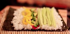Wegańskie domowe sushi | roslinnepychotki