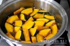 입에 살살 녹는 견과류 단호박조림 : 네이버 블로그 Sweet Potato, Zucchini, Food And Drink, Potatoes, Cooking Recipes, Asian, Vegetables, Kitchens, Chef Recipes