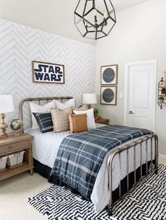 50 Vintage Star Wars Room Design Ideas For Little Boys Big Boy Bedrooms, Boys Bedroom Decor, Boys Bedroom Ideas Tween, Boys Room Ideas, Bedroom Desk, Master Bedroom, Star Wars Zimmer, Star Wars Bedroom, Awesome Bedrooms