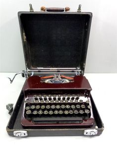 Vintage Smith-Corona Typewriter w/Standard Font in Hard Case - Parts