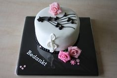 Muziektaart Cakepops, Cupcakes, Desserts, Food, Music Birthday Parties, Food Cakes, Party, Hydrangeas, Meet