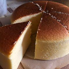 My Mind Patch: Japanese Velvety Cheesecake 日式轻乳酪蛋糕 Japanese Cotton Cheesecake, Japanese Cheesecake Recipes, Milk Sponge Cake Recipe, Sponge Cake Recipes, Sleepover Snacks, Persimmon Recipes, Japanese Cake, Souffle Recipes, Baking Recipes
