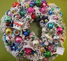 On the Day of Kitschmas Gave to Me- Five Bold Rings- Uber-Tacky Retro Christmas Wreaths — The World of Kitsch Retro Christmas Decorations, Vintage Christmas Ornaments, Vintage Holiday, Vintage Santas, Christmas Ornament Wreath, Xmas Wreaths, Christmas Trees, Christmas Mantles, Christmas Villages