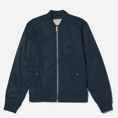 A seasonless essential. We took our timeless bomber style and made it in a midweight cotton twill with a water-resistant finish and a mesh lining. An ideal jacket for easy layering. Smart Casual Suit, Smart Casual Menswear, Preppy Mens Fashion, Mens Fashion Suits, Mens Spring Jackets, Lightweight Jacket, Bomber Jacket, Cotton