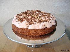 Rugbrødskage med hindbærskum og chokoladespåner Cook N, Danish Food, English Food, I Love Food, No Bake Cake, Cake Recipes, Food And Drink, Cooking Recipes, Ice Cream