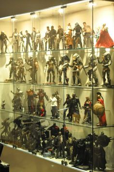21 Various DIY Display Case Ideas to Keep your Beloved Stuff! - Home Decor Ideas Comic Book Rooms, Action Figure Display Case, Toy Display, Display Cases, Comic Book Storage, Man Cave Office, Nerd Room, Goth Home Decor, Hobby Room