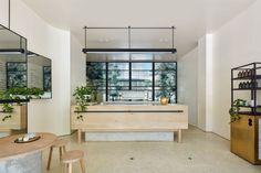 The Stella Collective  transformó este café en Melbourne en un lugar sencillo, pero con un toque.                                          ...