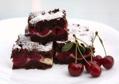 Cheesecake brownies s višňami, Koláče, recept Sweet Desserts, Dessert Recipes, Bar Recipes, Cheesecake Brownies, Cottage Cheese, Nom Nom, Food And Drink, Healthy Eating, Yummy Food