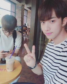 """160802 Inseong's Tweet """"[인성] 도촬함 ㅋㅋㅋ #인성 #크나큰 #승준 #휴가중 """" taking a picture secretly kekeke #KNK #Inseong #Seungjun #vacation Translated by KNK International © TAKE OUT WITH FULL CREDITS"""