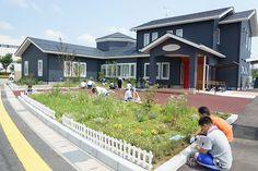 こころの庭プロジェクト。江南高等特別支援学校の皆さんが、「新潟こころの発達クリニック」さんの庭をお手入れ。
