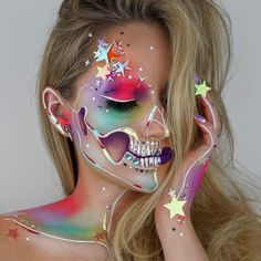 Known as The Skulltress, makeup artist Vanessa Davis creates elaborate and artistic face paint looks. Her skull makeup art is out of this world! Cosplay Makeup, Costume Makeup, Crazy Makeup, Makeup Looks, Cute Makeup, Vanessa Davis, Media Makeup, Looks Halloween, Unicorn Makeup