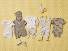 Consult our list to see which baby clothing items and how many of each you& need for your newborn& first weeks. Baby Outfits Newborn, Baby Boy Outfits, Newborn Room, Newborn Clothing, Sexy Outfits, Baby Needs, Baby Love, Newborn Clothes Checklist, Newborn First Week