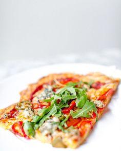 Gräsänka ikväll och planerar för kvällens middag 😋🍕 Pizza på min ostbrödsbotten 🙌🏻 Har ni någon favorittopping?? Hit me!! Direktlänk i min bio @56kilo.se 👆🏻 #lchf #lågkolhydratkost #lchfpizza #glutenfri #eatclean #56kilo #56kiloSE