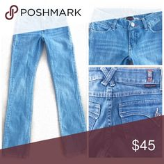 "WORN BRAND STRAIGHT LEG DENIM BLUE JEANS SZ 0 / 25 WORN  STRAIGHT LEG DENIM BLUE JEANS  SZ 0 / 25 28"" waist 7.5"" rise 34"" inseam Worn Jeans Straight Leg"