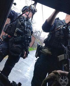 Law Enforcement Gear, Police Life, Combat Gear, Tac Gear, Plate Carrier, Secret Service, Weapons Guns, Portrait Poses, Swat