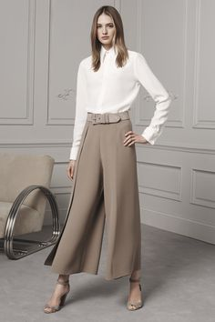 White shirt, business style, Ralph Lauren Pre-Fall 2016 Fashion Show Fall Fashion 2016, Fashion Week, High Fashion, Fashion Show, Autumn Fashion, Womens Fashion, Fashion Design, Fashion Trends, Trending Fashion