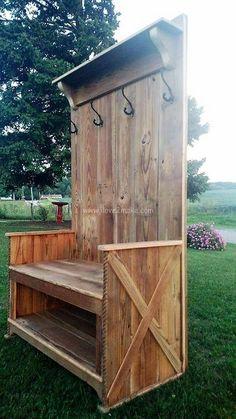 pallet bench with coat hanger Build a Shed With Pallets - Hidden Secret to Free Quality Wood Do you Pallet Bench, Pallet Furniture, Rustic Furniture, Pallet Dresser, Pallet Crafts, Diy Pallet Projects, Pallet Ideas, Woodworking Plans, Woodworking Projects