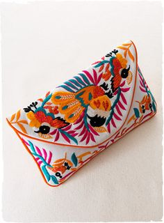 Vibrant birds of paradise adorn the white cotton canvas envelope clutch. Mexican Embroidery, Hand Embroidery, Envelope Clutch, Clutch Bag, Best Leather Wallet, Art Bag, Fabric Bags, Quilting, Summer Jewelry