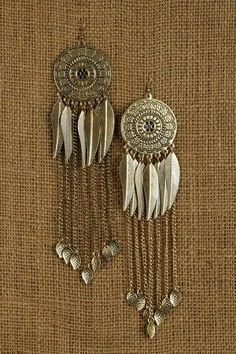 Boho clothes, jewelry and bags have rocked the fashion world. Boho has been immensely popular both with celebrities with masses alike. Let us look over on Boho Bohemian Bracelets, Bohemian Jewelry, Ethnic Jewelry, Jewelry Accessories, Jewelry Design, Women Jewelry, Hippy Chic, Boho Stil, Hippie Boho