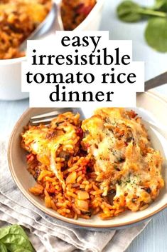 This baked tomato rice is easy to make, and it's especially irresistible with a gooey cheese topping. Rice Recipes, Dinner Recipes, Cooking Recipes, Raw Cauliflower Salad, Slow Cooker Ratatouille, Vegan Pulled Pork, Tofu Chicken, Tomato Rice, Side Dishes
