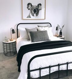 Most Popular minimalist bedroom black and white Ideas Cozy Small Bedrooms, Guest Bedrooms, Bedroom Small, Bedroom Black, Monochrome Bedroom, Black White And Gold Bedroom, Small Bedroom Ideas For Couples, Black Bedding, Small Minimalist Bedroom
